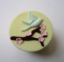 Bluebird cupcake