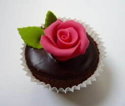 Chocolate roses cupcake detail
