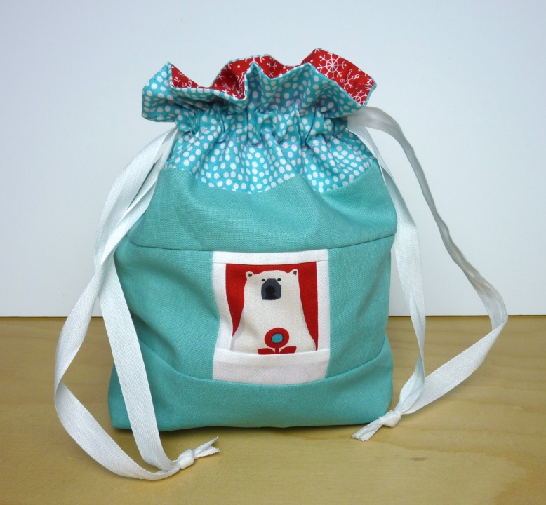 Lined drawstring bag with bear polaroid