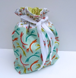 Lined drawstring bag in Dashwood fabric