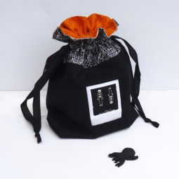 Spooky halloween drawstring bag